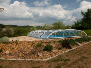 Nízké bazénové zastřešení Relax v zahradě, Vizovice