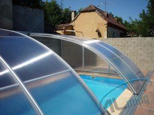 Realizace zastřešení bazénu Tropik podchozí po jedné straně