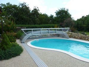 posuvné polykarbonátové zastřešení je vhodné pro všechny tvary bazénů